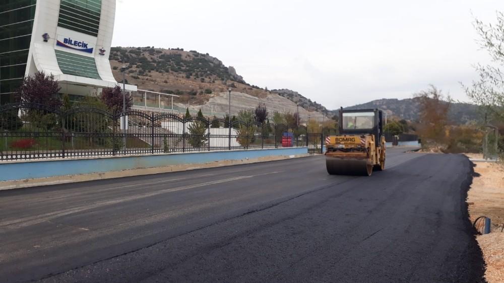 Yüksek Hızlı Tren girişine asfalt çalışması yapıldı