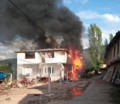 Kaymakamlık, evleri yanan 11 kişilik aile için yardım kampanyası başlattı