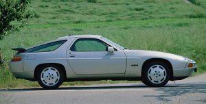 S4-modellen kendes let på de nye baglygter og den svævende spoiler (billede fra Porsche)