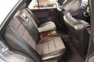Stilfuld transport i enkeltsæder bagi - og gerne i 80'er-ternede del-lædersæder, tak.