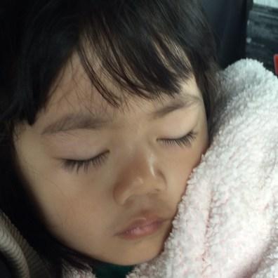 在家蠻有吵醒鰻魚,讓她繼續睡到醫院去。