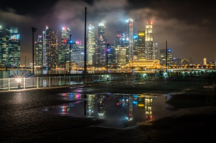 marina-bay-puddle-reflection-night-photography-singapore