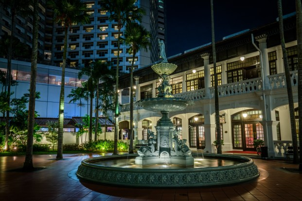 raffles-hotel-fountain-dusk-singapore