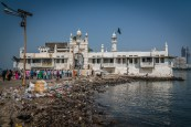 haji-mosque-dirty-shore-mumbai-india