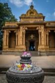 incense-burner-flowers-kelaniya-temple-sri-lanka