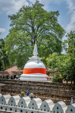 white-temple-tooth-kandy-sri-lanka
