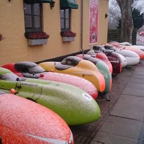 Sne klædte Velomobiler foran Ganløse Kro