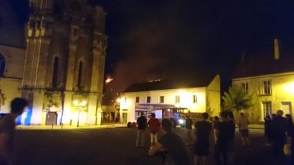 Brænd i Mortagne-Au-Perche om aften (2)