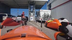 Velomobiler og 1 liggecykel ved færgen til Larvik