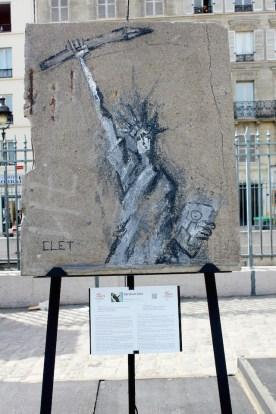 Abraham Clet (France) «7 janvier 2015» 7 janvier 2015 : la liberté s'est échappée d'un bout de crayon armé. Oubliant la toile marouflée, Delacroix a fait des émules