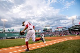 BOSTON, MA - JULY 23: David Price #24 of the Boston Red Sox runs onto the field before a game against the Minnesota Twins on July 23, 2016 at Fenway Park in Boston, Massachusetts. (Photo by Billie Weiss/Boston Red Sox/Getty Images) *** Local Caption *** David Price