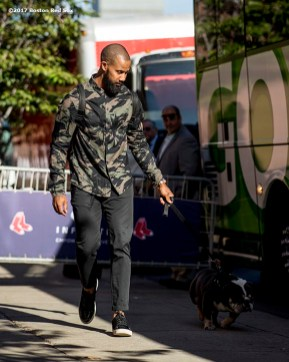 BOSTON, MA - OCTOBER 3: Chris Young #30 of the Boston Red Sox boards the bus with his dog after a workout before the American League Division Series against the Houston Astros on October 3, 2017 at Fenway Park in Boston, Massachusetts. (Photo by Billie Weiss/Boston Red Sox/Getty Images) *** Local Caption *** Chris Young