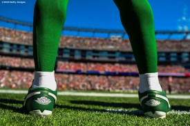 FOXBOROUGH, MA - SEPTEMBER 22: Le'Veon Bell #26 of the New York Jets looks on before a game against the New England Patriots at Gillette Stadium on September 22, 2019 in Foxborough, Massachusetts. (Photo by Billie Weiss/Getty Images) *** Local Caption *** Le'Veon Bell
