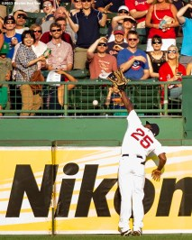 """""""Boston Red Sox right fielder Jackie Bradley Jr. attempts to catch a home run ball during the fifth inning of a game against the New York Yankees at Fenway Park in Boston, Massachusetts Wednesday, September 2, 2015."""""""