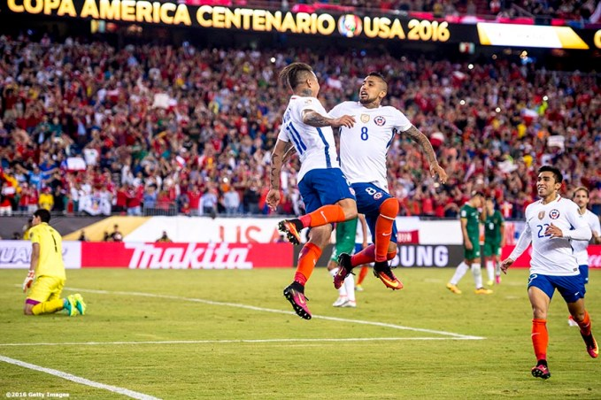 FOXBOROUGH, MASSACHUSETTS - JUNE 10: Arturo Vidal of Chile reacts with teammates after scoring the game winning goal on a penalty kick during a group D match between Chile and Bolivia at Gillette Stadium as part of Copa America Centenario US 2016 on June 10, 2016 in Foxborough, Massachusetts, US. (Photo by Billie Weiss/LatinContent/Getty Images) *** Local Caption *** Arturo Vidal