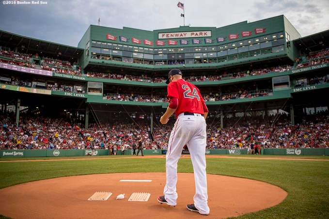 BOSTON, MA - AUGUST 12: David Price #24 of the Boston Red Sox takes the mound before the first inning of a game against the Arizona Diamondbacks on August 12, 2016 at Fenway Park in Boston, Massachusetts. (Photo by Billie Weiss/Boston Red Sox/Getty Images) *** Local Caption *** David Price