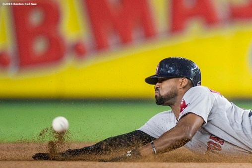 NEW YORK, NY - SEPTEMBER 28: Jackie Bradley Jr. #25 of the Boston Red Sox steals second base during the fifth inning of a game against the New York Yankees on September 28, 2016 at Yankee Stadium in the Bronx borough of New York City. (Photo by Billie Weiss/Boston Red Sox/Getty Images) *** Local Caption *** Jackie Bradley Jr.