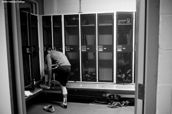 November 30, 2016, Newton, MA: Sam Bohmiller ties his shoes in the locker room before a game against Bates University at Webster Sports Arena at Babson College in Newton, Massachusetts Wednesday, November 30, 2016. (Photo by Billie Weiss/Babson College Magazine)