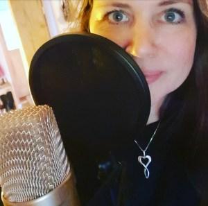 Anja Lysholm ved mikrofonen