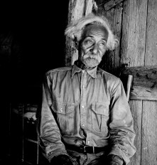 Bob Lemmons, Carrizo Springs, Texas. Born a slave about 1850, south of San Antonio. Came to Carrizo Springs during the Civil War with white cattlemen seeking new range. In 1865, with his master was one of the first settlers. Knew Billy the Kid, King Fisher, and other noted bad men of the border. 1936