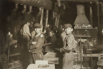 """Hine, """"Child laborers at midnight in glassworks,"""" Indiana, 1908"""