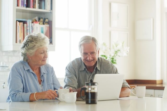 Professional Bill Management Services Can Help Parents Age in Place