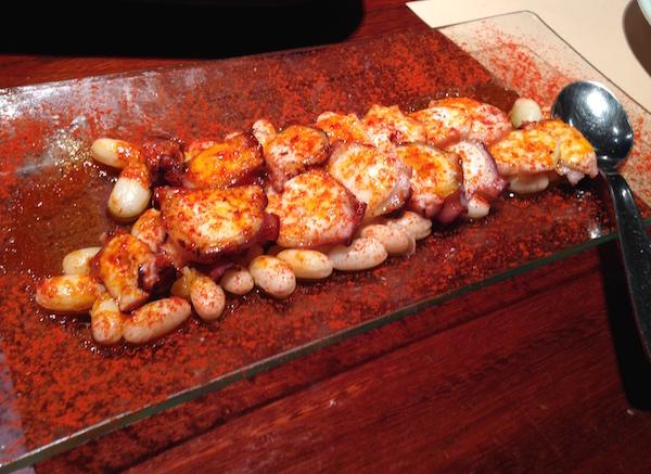 Pulpo, unas pocas judias blancas, pimentón i aceite de oliva virgen (Octopus, haricot beans, pimentón and virgin olive oil) as served at Goliard.