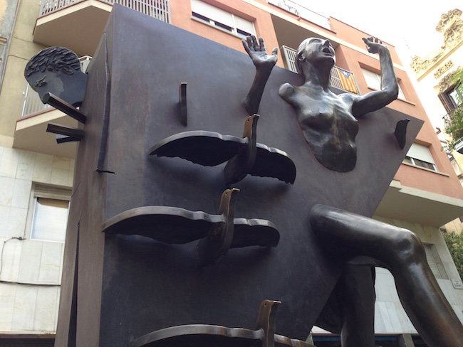 Pigeon Girl Sculpture, Plaça Diamant, Barcelona, Bill Sinclair.JPG2