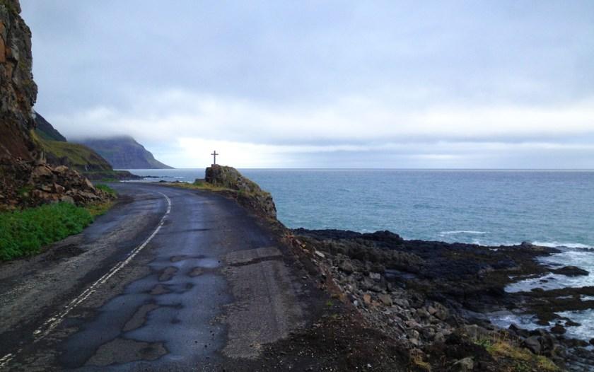 Hired a bike in Ísafjörður and road to Bolungarvik.