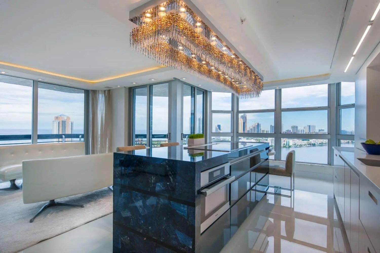 Contemporary Kitchen Design | Bilotta, NY