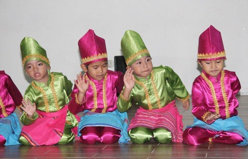 Pertunjukan Tari Nusantara Murid biMBA Grand Cikarang City