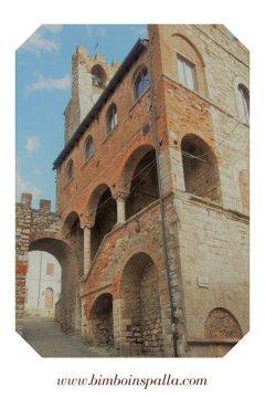 il borgo medievale di Suvereto in Toscana