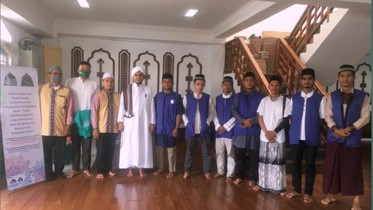Remaja Masjid Baiturrahman Banda Aceh Laksanakan Kegiatan Jum'at Berbagi