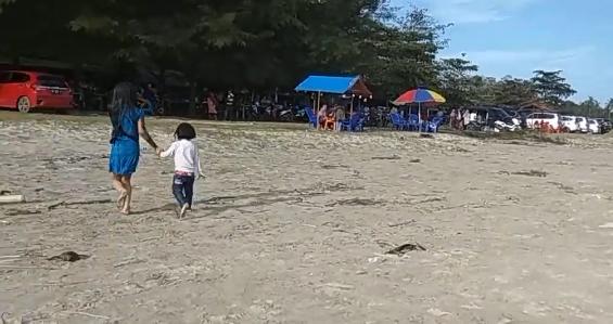 Pantai Alaek Sektare Simeulue Di Padati Pengunjung