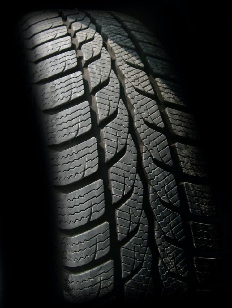 اطارات - تبديل - انتفاخ في اطار السيارة - tire flat