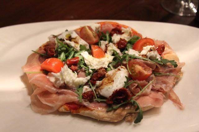 Pizza mit Prosciuttto