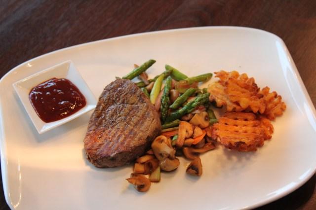 Steak mit Spargelgemüse & Criss Cur