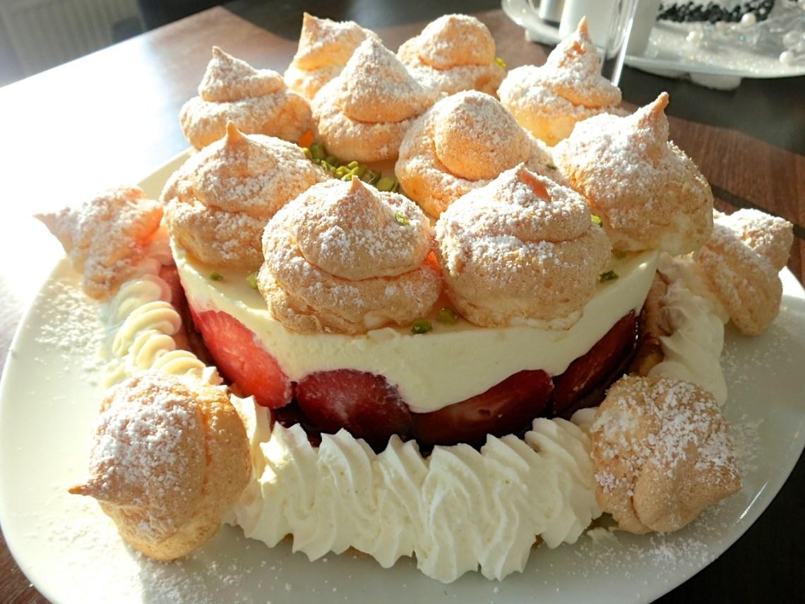 Mascarpone-Erdbeer-Topfentorte