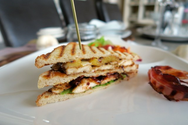 Club Sandwich mit Huhn, Ananas und Speck – 26