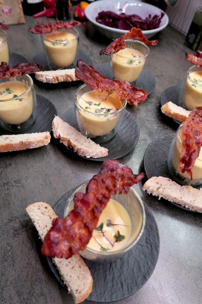 Käse-Biersuppe mit Speck