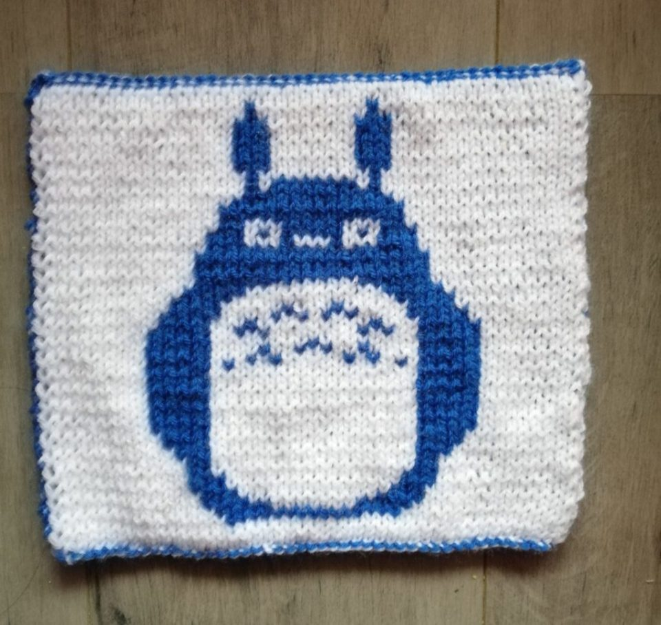 Carré totoro tricot
