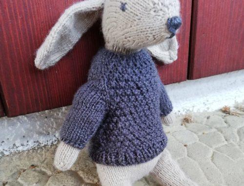 Lapin au tricot