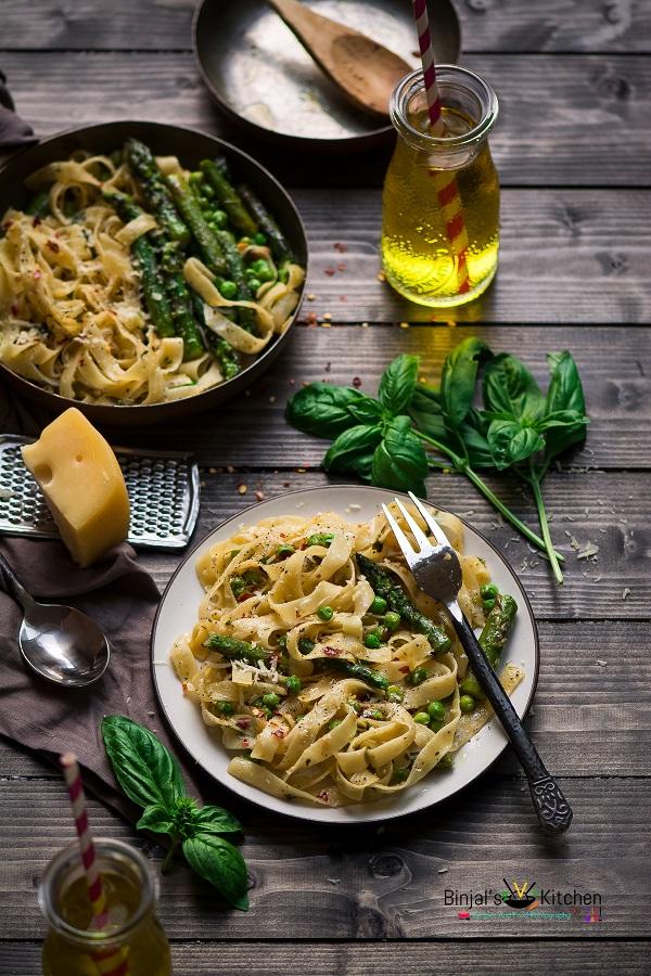 Fettuccine Alfredo With Asparagus and Peas