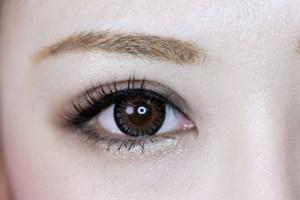 目元のむくみを防ぐ方法