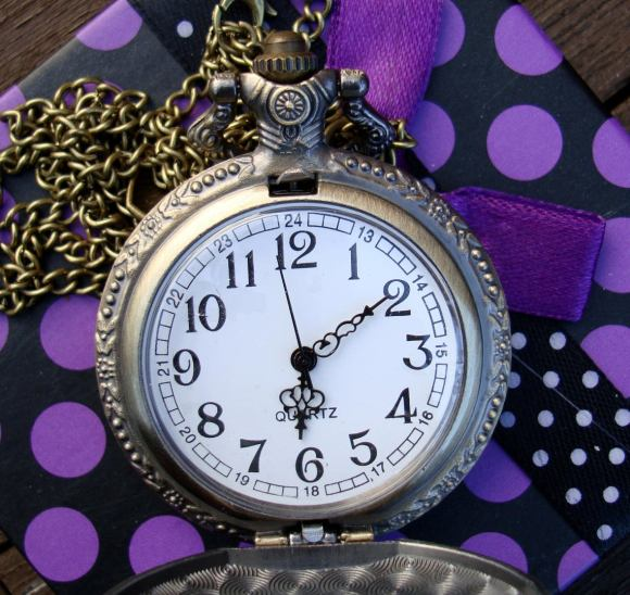 Alice-in-Wonderland-antique-style-full-size-pocket-watch-on-necklace-with-charm-FREE-gift-box-2.jpg