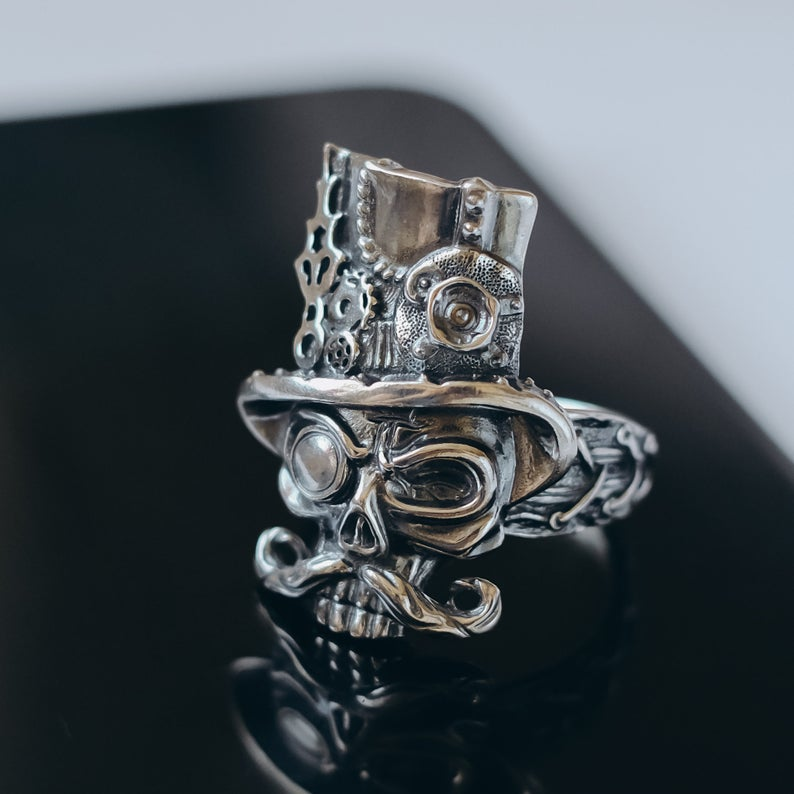 Sterling (925) Silver Steampunk Skull Ring.. Photos credited to Oringo World.