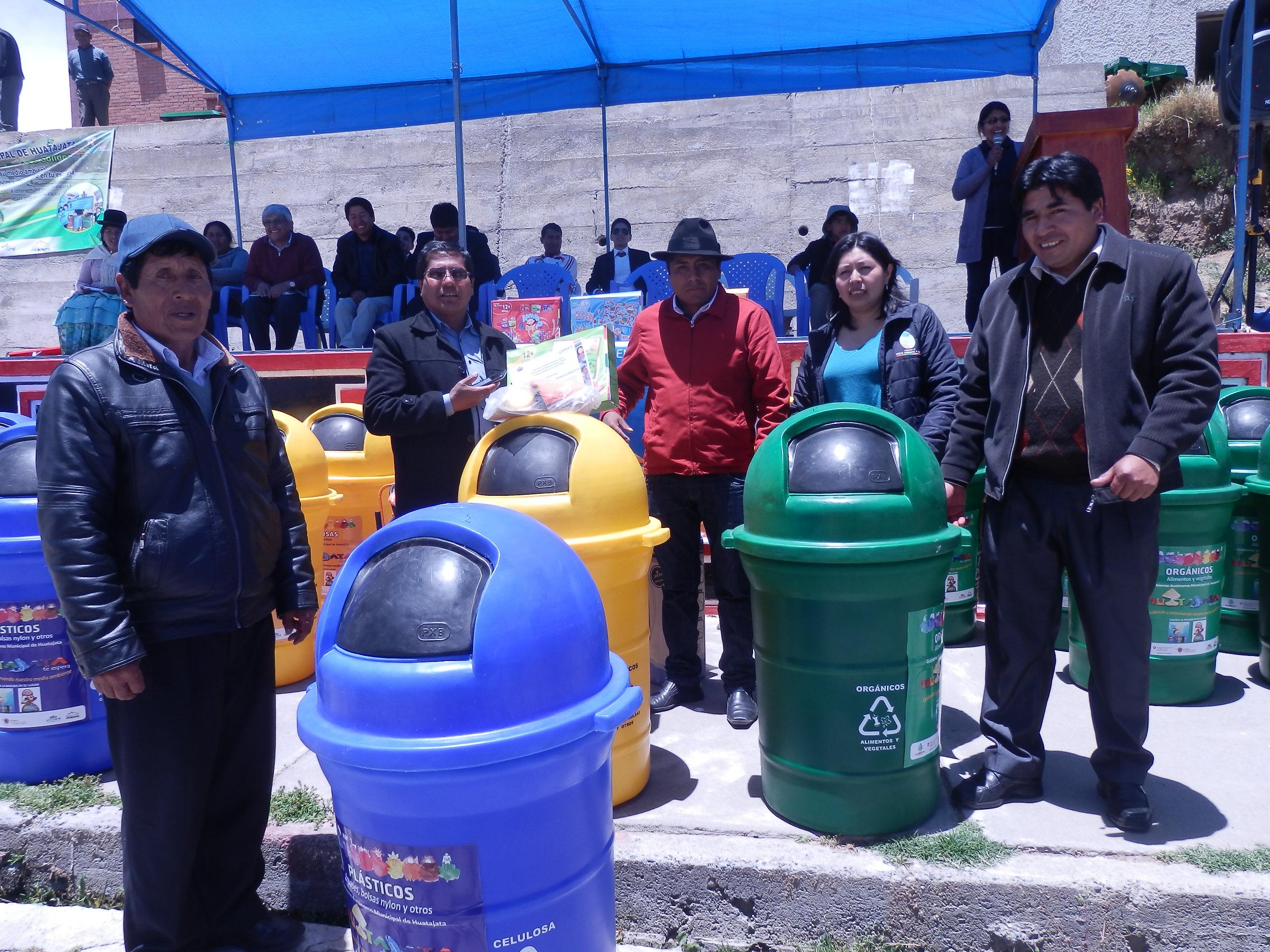 Campaña de recolección en Huatajata finaliza con la promulgación de la primera Ley Municipal de Manejo de Residuos Sólidos