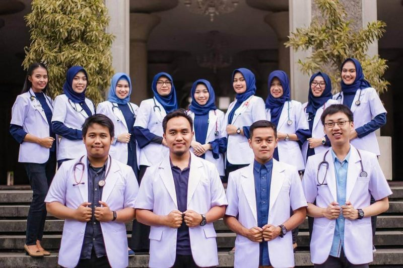 Mahasiswa fakultas kedokteran
