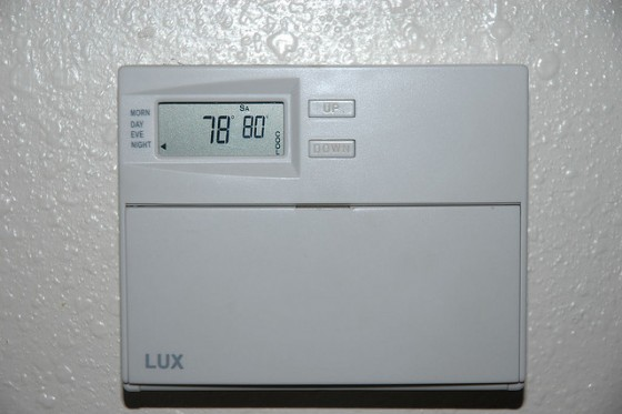 programmable thermostat heating air conditioning temperature