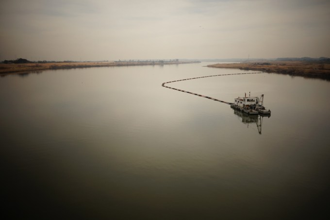 Biofriendly image of the day | Lonely Riverboat